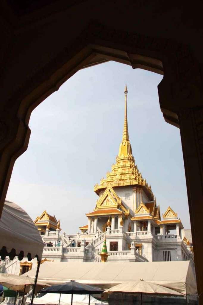 Vista exterior del Templo del Buda de Oro, Wat Traimit, en Bangkok, Tailandia.