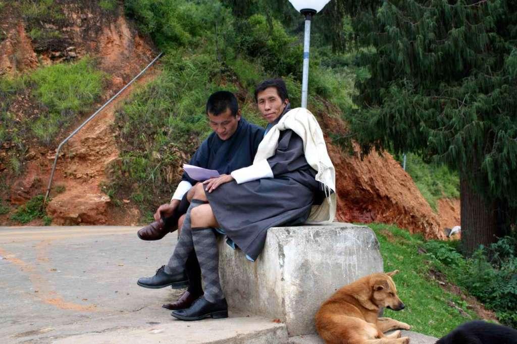 Hombres sentados
