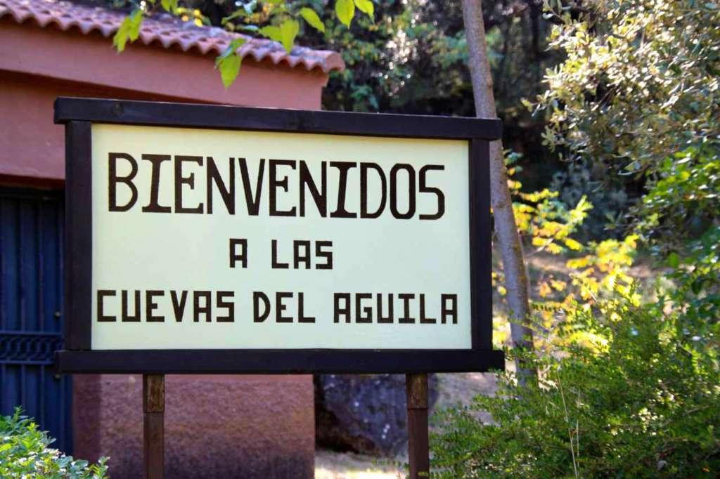 Las Cuevas o Grutas del Águila en Ramacastañas (Ávila)