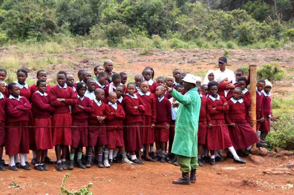Grupo de escolares. Orfanato de Elefantes de David Sheldrick en Nairobi (Kenia)