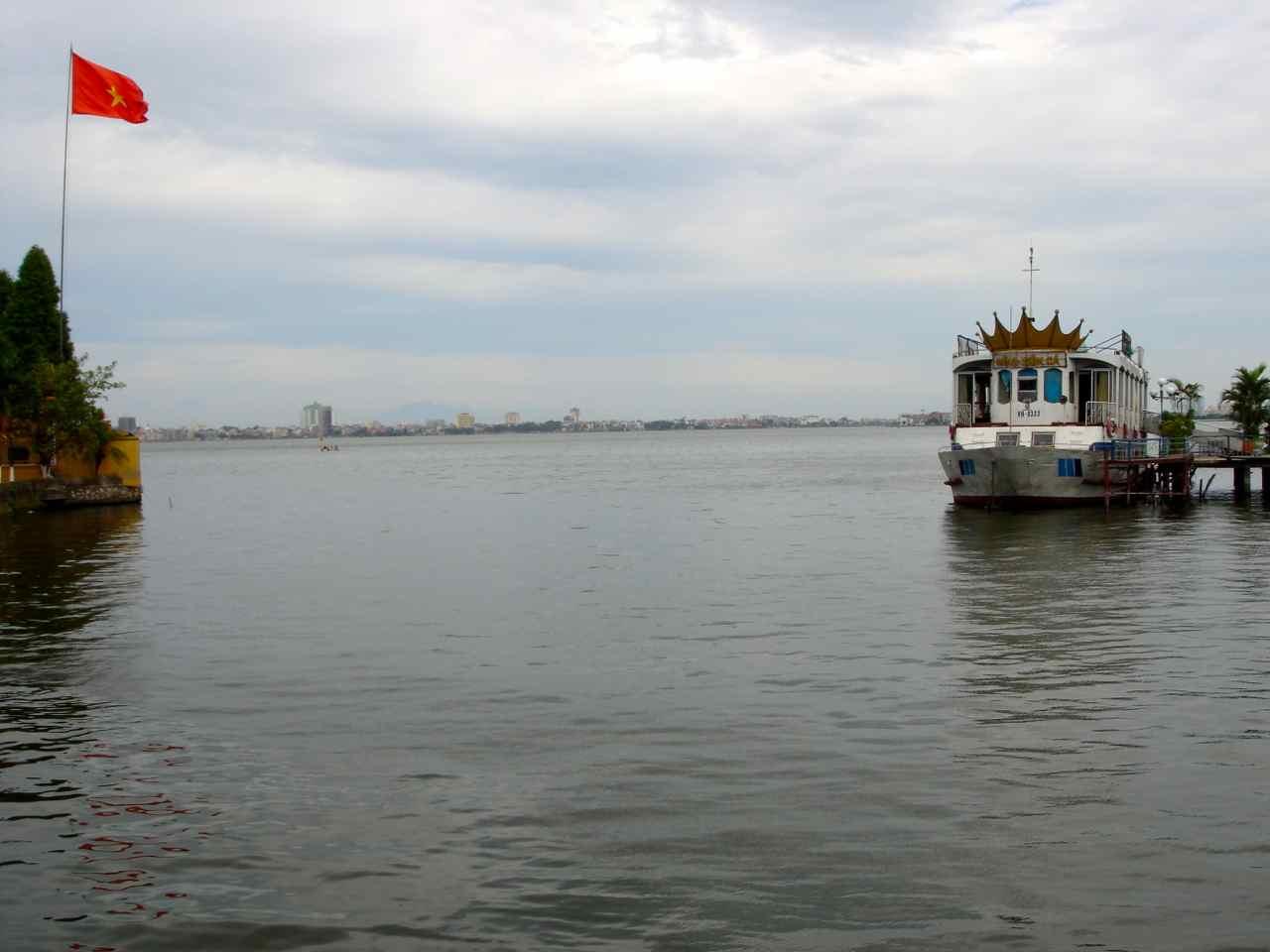 lago junto a la Pagoda de Tran Quoc en Hanoi (Vietnam)