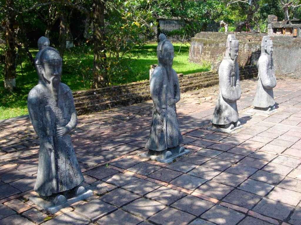 Estatuas. Hue. 10 curiosidades sobre Vietnam.
