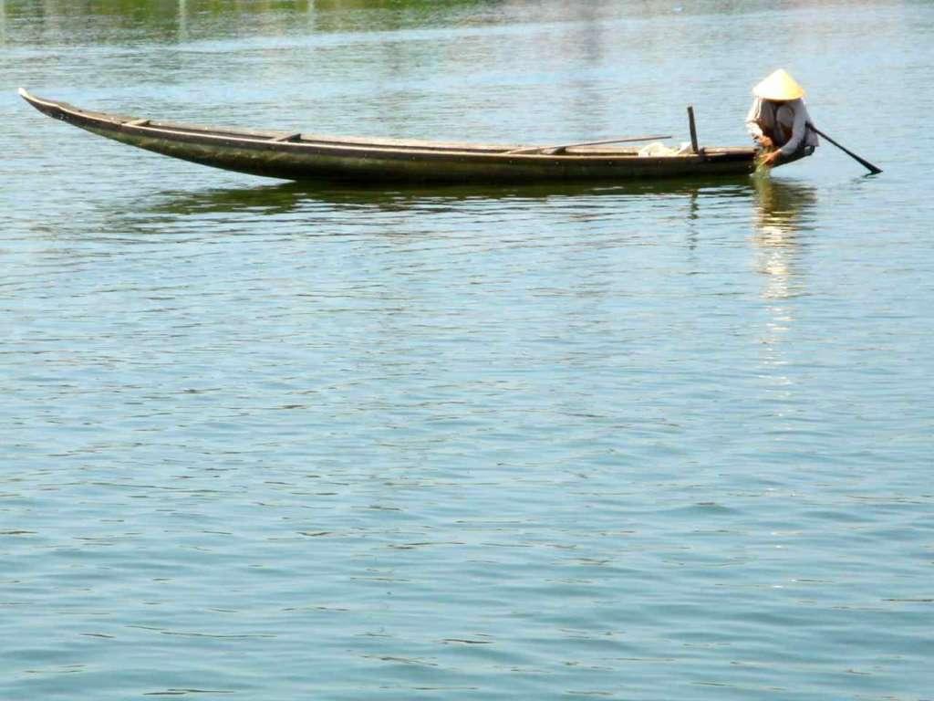 Vietnamita en el río Perfume, Hue. 10 curiosidades sobre Vietnam.