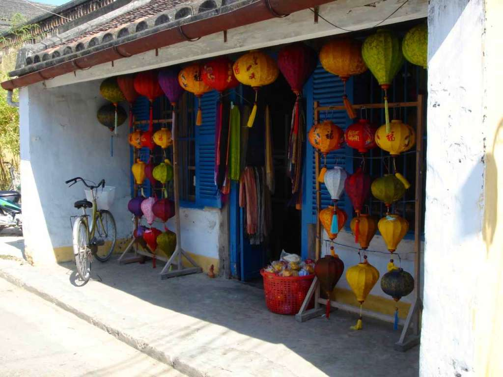 Tienda de lámparas de colores. Hoi An. 10 curiosidades sobre Vietnam.