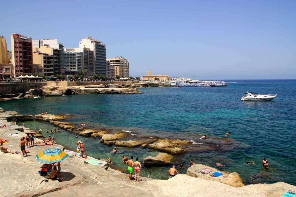 playa rocosa, Smilla, Malta.