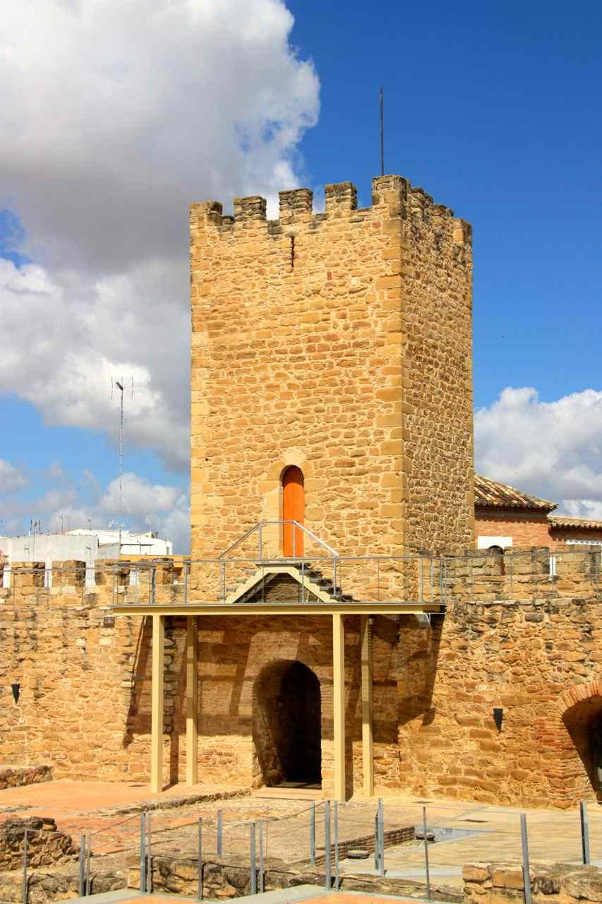 Torreón del castillo del trovador Macías