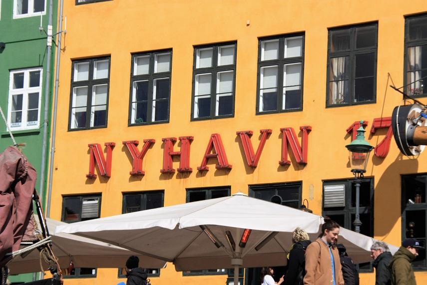 El nombre es difícil de escribir. Es Nyhavn o Nihavn
